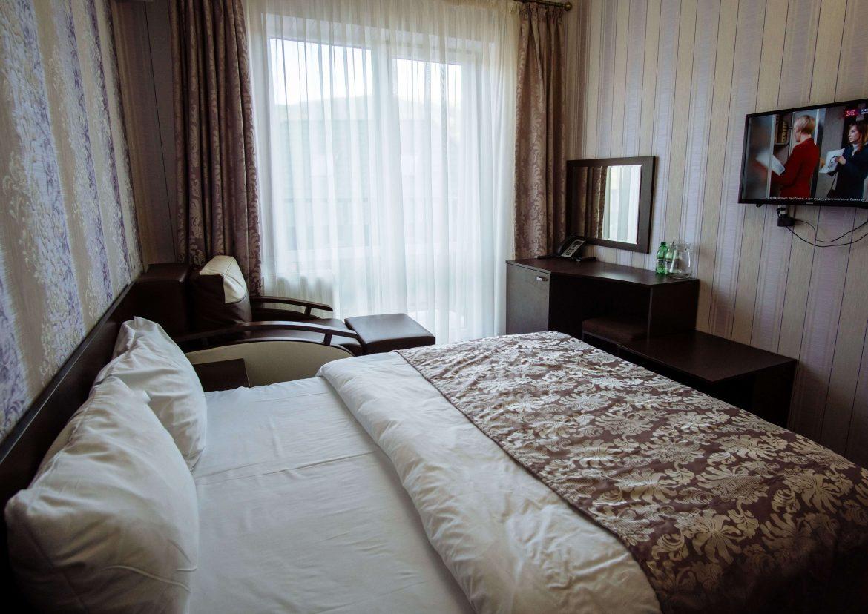 Двомісний стандарт з додатковим ліжком
